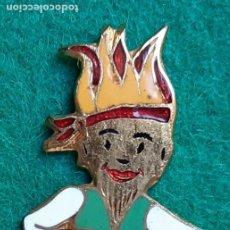 Pins de colección: INSIGNIA PIN ESMALTADO DE FALLERO FALLA PARADOR FOC 1959. Lote 226574255