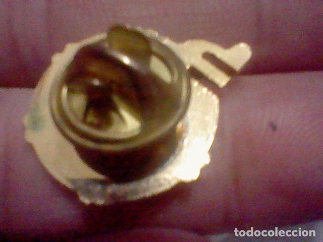 Pins de colección: MAURICE LACROIX SWIZERLAND PIN METAL PINTVRA LACADA PINCHO METAL DORADO 2 CMS ALTO - Foto 2 - 226619880