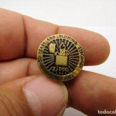 Pins de colección: INSIGNIA ANTIGUA ENCENDEDOR ZIPPO 50 ANIVERSARIO. Lote 227026860