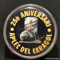 Pins de colección: PIN INSIGNIA DE AGUJA CERVEZA SAN MIGUEL LLEIDA 25 ANIVERSARI APLEC DEL CARAGOL. Lote 227463145