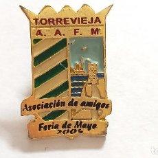 Pins de colección: PIN TORREVIEJA. A.A.F.M. ASOCIACIÓN DE AMIGOS FERIA DE MAYO. 2006.. Lote 227579945