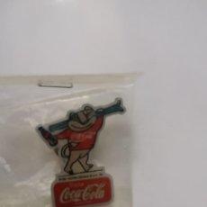 Pins de colección: PIN CECILIO COCA COLA SIERRA NEVADA 1995. Lote 232898028