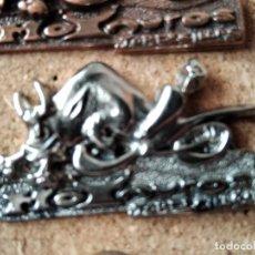 Pins de colección: PIN MEDALLA CONCENTRACION DE MOTOS - PIN MOTERO - MOTAUROS - TORDESILLAS - NO PINGUINOS. Lote 235258850
