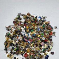 Pins de colección: GRAN LOTE PINS VARIADOS. Lote 235458525