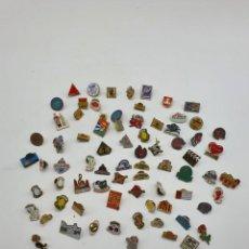 Pins de colección: LOTE PINS CATALUNYA ( VER FOTOS ). Lote 235460465