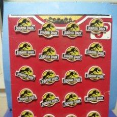 Pins de colección: EXPOSITOR DE PINS PIN JURASSIC PARK AÑOS 90 MARCA COMANSI. Lote 239930485