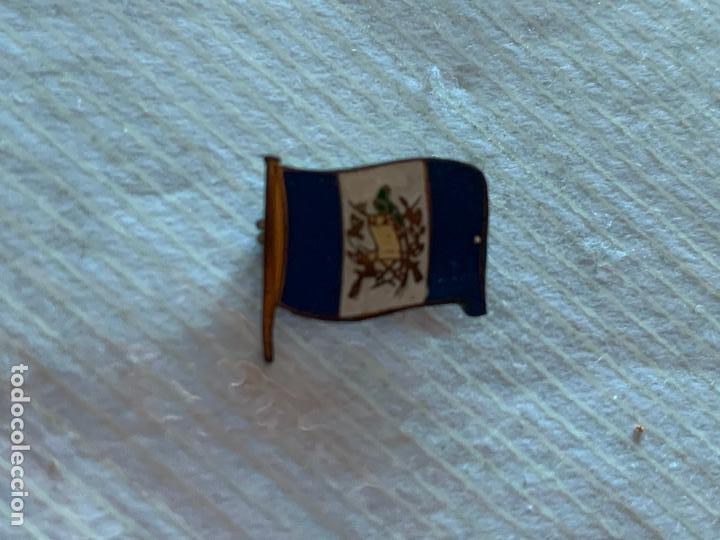 PIN DE IMPERDIBLE BANDERA GUATEMALA (Coleccionismo - Pins)
