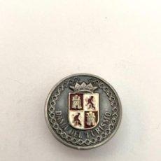 Pins de colección: PIN - INSIGNIA DE IMPERDIBLE - DAMA DEL TURISMO. Lote 243485290