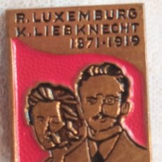 Pin's de collection: PIN HOMENAJE COMUNISTA ROSA LUXEMBURG KARL LIEBKNECHT 1871 - 1919 COMUNISMO. Lote 243584615