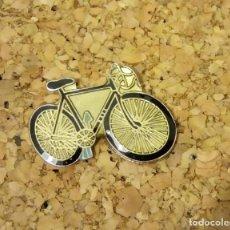 Pins de colección: -PIN CICLISMO BICICLETA. Lote 244322525