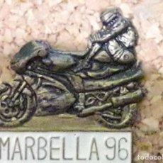 Pins de colección: INSIGNIA CONCENTRACIÓN MOTERA MARBELLA 96. Lote 244619460