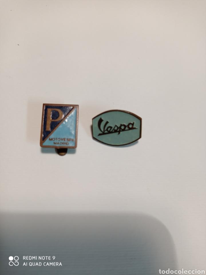MOTO VESPA INSIGNIA PIN ANTIGUA OJAL Y ALFILER LOTE DE DOS (Coleccionismo - Pins)