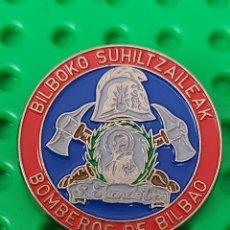 Pins de colección: PIN BOMBEROS BILBAO. Lote 245582950
