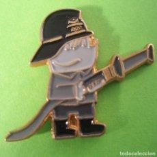 Pins de colección: PIN'S DEL COBI BOMBERO GRIS DE LAS OLIMPIADAS DE BARCELONA 92 MUY DIFICIL. Lote 245940120
