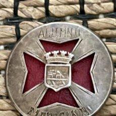 Pins de colección: ANTIGUO EMBLEMA, ALUMNO DE MEDICINA, NÚMERO 29. Lote 246170515