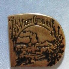 Pins de colección: PIN BEBIDA VICHY CATALÁN. Lote 246196125