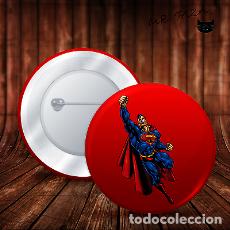 Pins de colección: SUPERMAN LUCHA POR LA JUSTICIA CHAPA BOTON ALFILER PIN. Lote 246404290