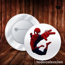Pins de colección: SPIDERMAN EN EL AIRE EN RED CHAPA BOTON ALFILER PIN. Lote 246404510