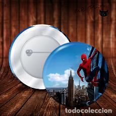 Pins de colección: SPIDERMAN EN EDIFICIO CHAPA BOTON BADGE PIN IMPERDIBLE. Lote 246404555