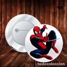 Pins de colección: SPIDERMAN ATACA CON RED CHAPA BOTON ALFILER PIN. Lote 246405160