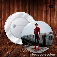 Pins de colección: SPIDERMAN DE PIE CHAPA BOTON BADGE PIN IMPERDIBLE. Lote 246405805