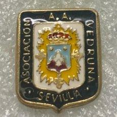 Spille di collezione: 102.PIN INSIGNIA ASOCIACION A.A. VEDRUNA SEVILLA. Lote 252250520