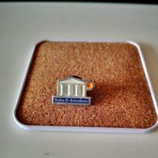 Pins de coleção: PIN BOLSA DE BARCELONA CATALUNYA CATALUÑA OJAL SOLAPA INSIGNIA. Lote 253891350