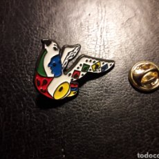 Pin's de collection: PIN PALOMA. DIBUJO TIPO PINTURA DE JOAN MIRÓ. PEDIDO MÍNIMO 3 €. Lote 253913455