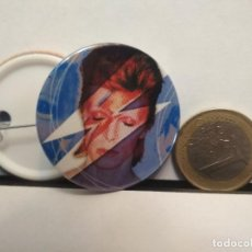 Pins de colección: CHAPA BOTON ALFILER PIN O IMAN DAVID BOWIE 38MM PEPETO. Lote 254068430