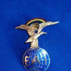Pins de colección: INSIGNIA FEDERACIÓN AERONÁUTICA INTERNACIONAL. Lote 254169200