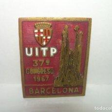 Pins de colección: ANTIGUA Y RARA INSIGNIA ESMALTADA...U.I.T.P...37 CONGRESO BARCELONA 1967. Lote 254341300