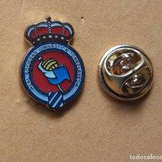 Pins de coleção: PIN FUTBOL - ESMALTE - ESCUDO EQUIPO DE FUTBOL - REAL SOCIEDAD DEPORTIVA TORRELAVEGA - CANTABRIA. Lote 254574160