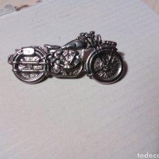 Pins de colección: PIN DE CLIP DE UNA MOTO. Lote 255981360