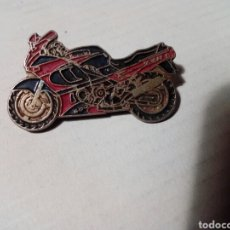 Pins de colección: PIN DE CLIP DE UNA MOTO. Lote 255981720