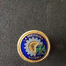 Pins de colección: ANTIGUA INSIGNIA DE SOLAPA. LA PREVISORA. AÑOS 60. Lote 260049870