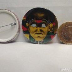 Pins de colección: CHAPA BOTON ALFILER PIN POCH SE A VUELTO A EQUIVOCAR 38MM PEPETO. Lote 261144190