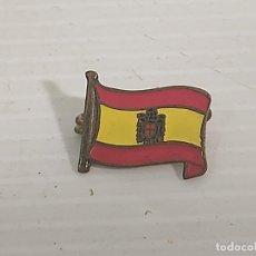 Pins de colección: PINS BANDERA DE ESPAÑA EPOCA DE FRANCO. Lote 261909600