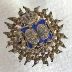 Pins de colección: INSIGNIA DE SOLAPA DERECHO, JUEZ O FISCAL, PLATA. Lote 262918195