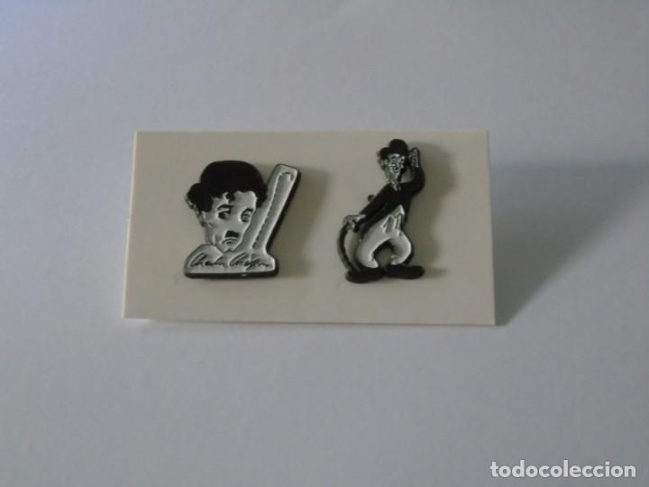 LOTE DE DOS PINS DE CHARLES CHAPLIN - CHARLOT. (Coleccionismo - Pins)