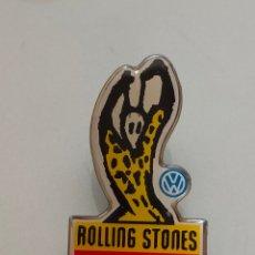 Pins de colección: ANTIGUO PIN ROLLING STONES WOODOO LOUNGE WOLKSWAGEN. Lote 263722870