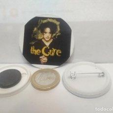 Pins de colección: CHAPA BOTON ALFILER PIN O IMAN THE CURE 38MM PEPETO. Lote 265848434