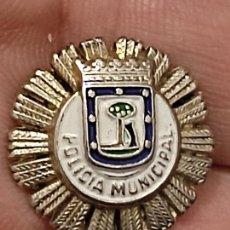 Pins de colección: POLICIA MUNICIPAL MADRID PIN PINCHO 1,8 CM ALTO PRECIOSA PATINA. Lote 267657439