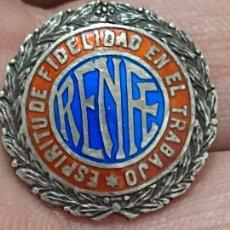 Pins de colección: RENFE INSIGNIA PLATA ESMALTE ESPIRITU FIDELIDAD EN EL TRABAJO FERROCARRIL TREN 2 CMS ALTO. Lote 269147208