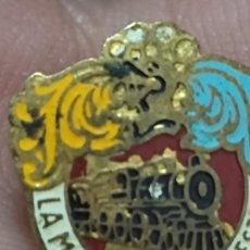 Pins de colección: MAQUINISTA TERRESTRE INSIGNIA OJAL PINTURA 1,5 CMS ALTO FERROCARRIL TREN ANTIGUO LEER. Lote 269149083