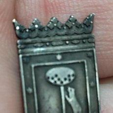 Pins de colección: PLATA AYUNTAMIENTO MADRID INSIGNIA PINCHO 2 CMS. Lote 269273663