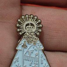 Pins de colección: VIRGEN POR DETERMINAR PIN PINCHO MANTO AZUL 3 CMS ALTO. Lote 269404288