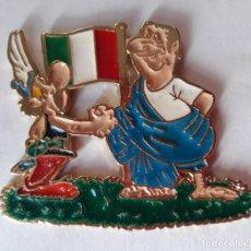 Pins de colección: PIN DOBLE DE DIBUJOS ASTERIX Y OBELIX - ITALIA - METAL ESMALTADO. Lote 270592138