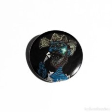 Pins de colección: PICASSO - HOMBRE CON SOMBRERO DE PAJA Y HELADO - CHAPA 31MM (CON IMPERDIBLE). Lote 52264407