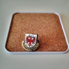 Pins de colección: RARO PIN DE AGUJA ZUGSPITZE 2966 M ESTACION SKI ESQUI MONTAÑA ALPINISMO OJAL INSIGNIA SOLAPA. Lote 275483823