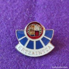 Pins de colección: PIN DE LA ERTZAINA ERTZAINTZA. POLICIA VASCA.. Lote 297089228